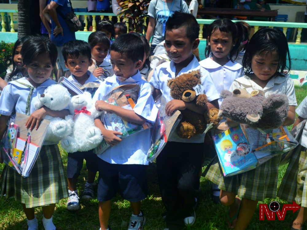 Nile with Team Mahalo in Sicogon Outreach Program